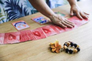 image-ハワイアンロミロミと整体と よもぎ蒸しのサロン | サロンメニュー 瀬戸のカフェとサロン ラアマオマオ